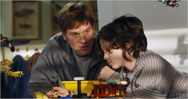 Peter Krause and Max Burkholder in Parenthood