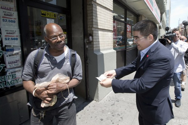 Chinese Philanthropist Hands Out $100 Bills to Americans