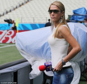 Vanessa Huppenkothen presents pre-match coverage from Brazil's game against Mexico